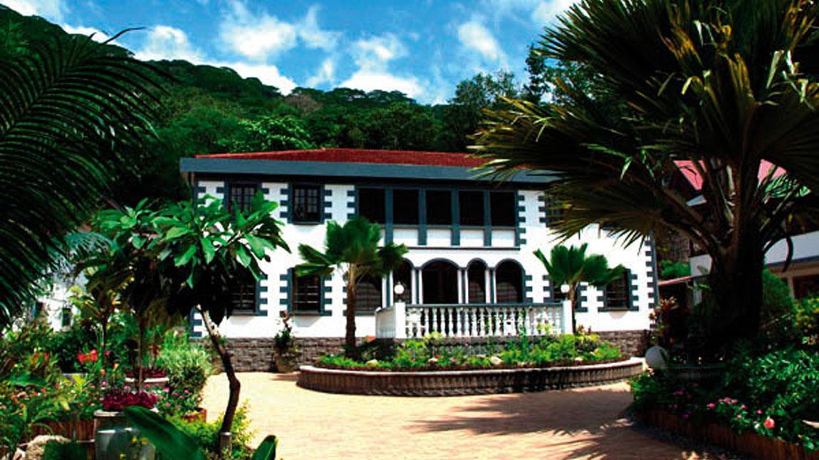 Préférence Château Saint-Cloud *** - La Digue Island - The Seychelles - Book  KP78